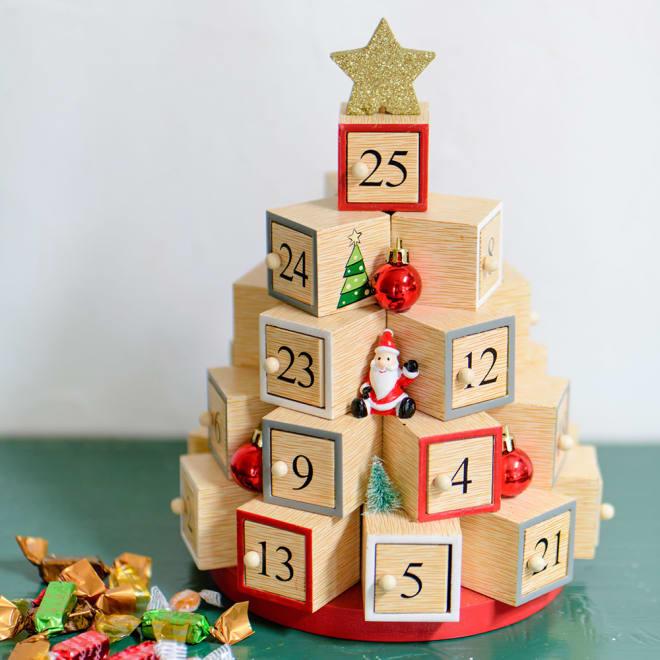 ツリー型アドベントカレンダー 12月に入ったらクリスマスまでのカウントダウンが始まります