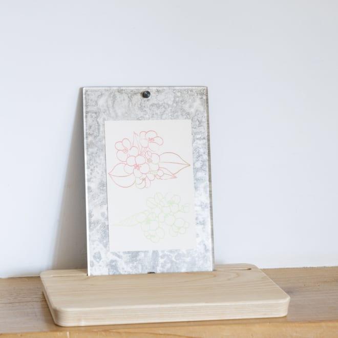 Sotto ピクスタル 写真立てとシリーズが置けるこだわり素材の台座です