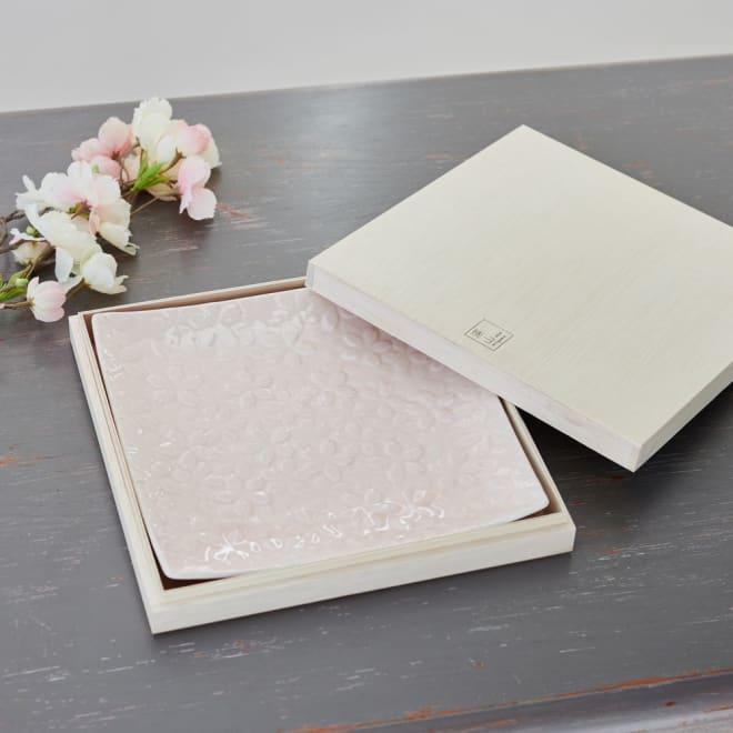 桜 大皿 木箱入り 木箱入りでギフトにもふさわしい桜の大皿