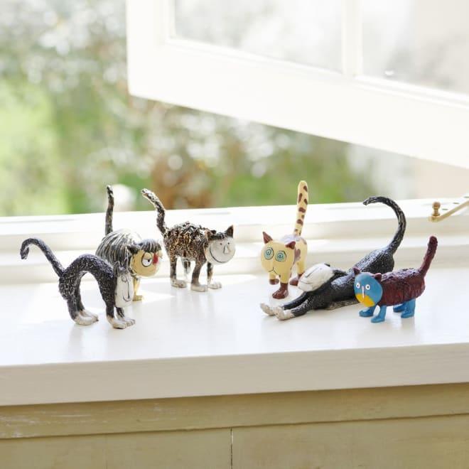 お部屋を癒し空間に・・猫の置物6個セット 表情の異なるネコのオブジェ6個セット