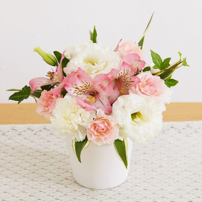 生花お供えアレンジメント「やすらぎ」 暖かみのあるカラーリングのお花で包み込む優しい イメージ
