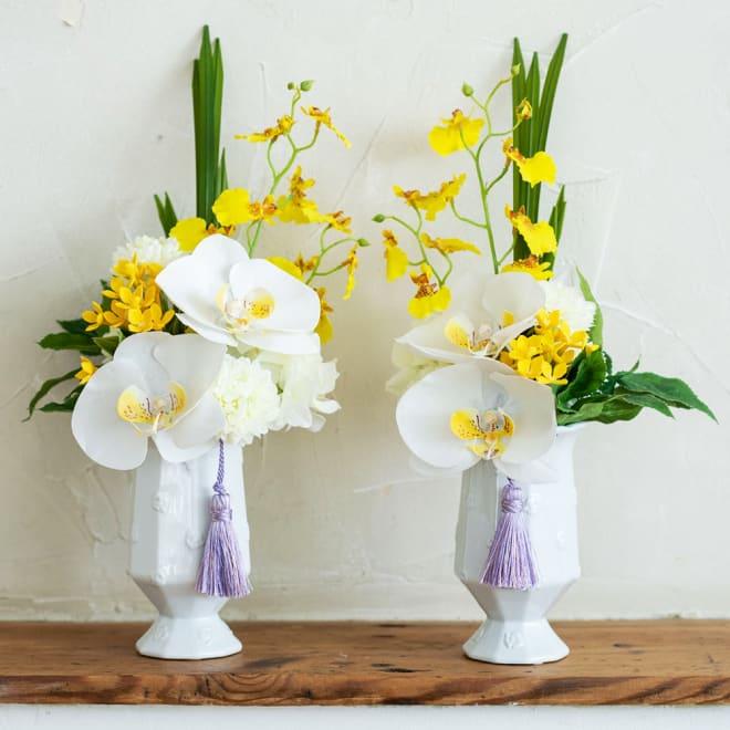 PRIMAタッセル付供花 ホワイトイエロー 蘭にタッセル付きでモダンなお供え花 左:(ア)ヒダリ、右:(イ)ミギ
