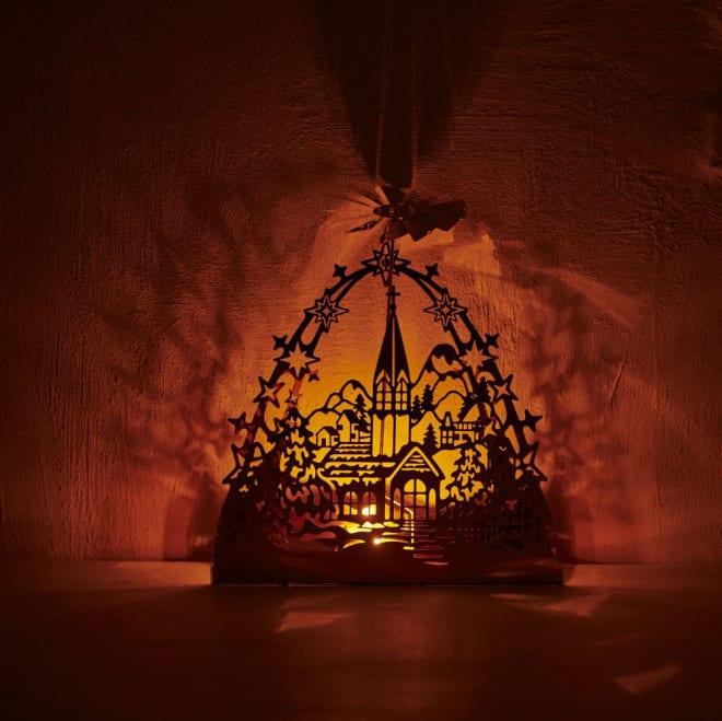 回転キャンドルホルダー ゴールドチャーチ キャンドルを灯すとカッティングされた山間に浮かぶ教会が壁などに浮かび上がります