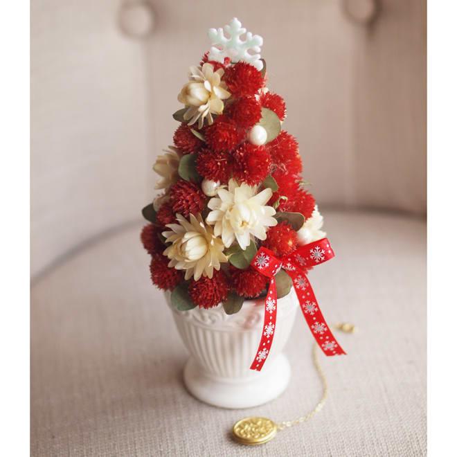 ドライ素材のクリスマスツリー「ストロベリーツリー」 イチゴのようなセンニチコウが可愛いツリー