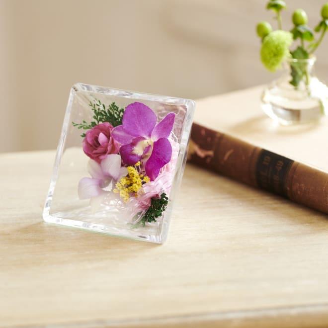 ガラスケース入り ピュアフラワー ガラスケース入りのお花たちは華やかでお手入れいらず!