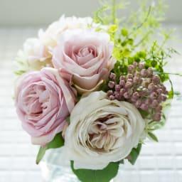 ローズマジックウォーターアレンジメント ピンクグラデーションの大輪のバラはフェミニンさも華やかさも!
