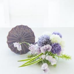 花傘ベースのアレンジメント 【使い方3】花傘のように濃い面を見える側に置き、前に花をアレンジしても!