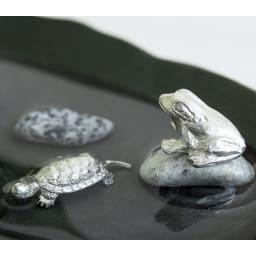 雫影(しずか)かたかごセット 亀・蛙の錫製のパーツと天然石が2つ付属します