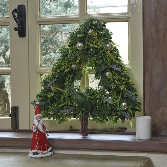 ウォールツリー グリーン ツリー型のクリスマススワッグ