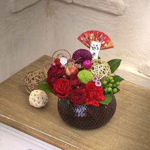 お正月を彩る 生花アレンジ「花てまり」(レッド) 写真