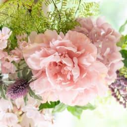 桜とシャクヤクの春スワッグ 大輪のシャクヤクが華やか