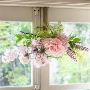 桜とシャクヤクの春スワッグ 写真