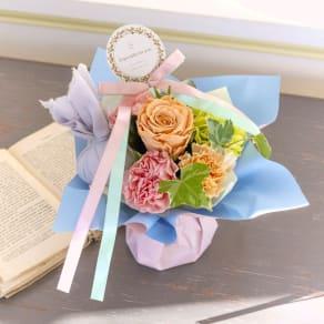 【母の日ギフト】ローズと香りが続く想い出のギフト そのまま飾れるローザブーケ 写真