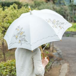 晴雨兼用 女優日傘長傘 レモン刺繍 ア:ホワイト系 丸みを帯びたフォルムもキレイな女優日傘