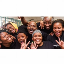 SONNENGLAS(ソネングラス) クラシック アレンジ 南アフリカでアップサイクル素材を使用して作られるフェアトレード商品です