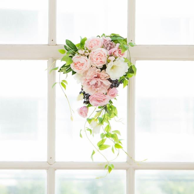 ピオニー トルコキキョウ 春 スワッグ ギフト 日本製 アーティフィシャルフラワー アートフラワー 造花 壁掛け アレンジメント ホワイト ピンク  春のお花をふんだんにあしらったスイート&エレガントスワッグ