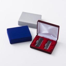 【ネームオーダー】お祝い印鑑 黒水牛2本セット(実印・銀行印) 上から(ウ)グレー (イ)ブルー (ア)レッド贈り物にふさわしい、ビロードのケースに入っています。ケース内側にはメッセージをプリント。(グレーの内側収納部の土台はグレーです。)