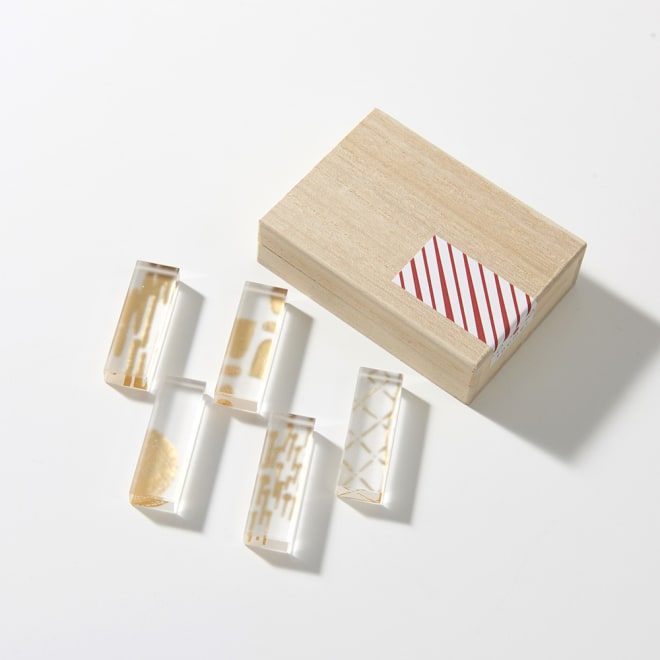 TOUMEI 箸置きセット 箔 高級感のある桐箱入りで、ギフトにもおすすめです。写真は(イ)ろ ※パッケージのシールデザインは変更になる場合がございます
