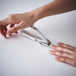 kopfシリーズ・ネイルクリッパーGriff 回転刃タイプ爪切り 握力が弱めの方などは、テーブルに固定してカットできます。