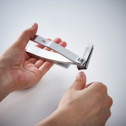 kopfシリーズ・ネイルクリッパーGriff 回転刃タイプ爪切り 切りやすい角度でカットできます。