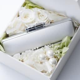 【ネームオーダー】お祝い印鑑 ブライダル オランダ水牛(銀行印) (ア)ホワイト 花嫁のブーケを思わせる凛とした雰囲気が魅力です。