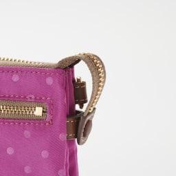 FRAME WORK お財布ポシェット メインポケットのファスナー尻はボタンで留められます