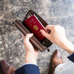 一目瞭然ウォレット三層BIZ 内側両端にはそれぞれオープンポケットを配備し、レシートやチケットから、パスポートまで収納できます。