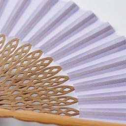 透かし彫りが美しい扇子【クジャク】(扇子袋付き) (イ)ラベンダー
