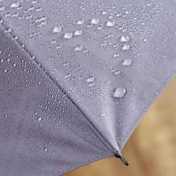 [メンズ]小宮商店ミラトーレ折畳み傘(名入れ有) 東レが開発した撥水性生地「ミラトーレ」を使用。軽量で水切れよく、また生地表面で雨の衝撃を吸収し雨音もソフトな印象。