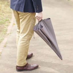 [メンズ]小宮商店ミラトーレ折畳み傘(名入れ有) 広がらずにすっきり持てます。まるで長傘のよう。