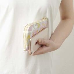 LiBERTE/リベルテ 牛革バラ型押し L字コンパク財布 スマートホンサイズ位のスリムでコンパクトな大きさ。