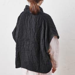 UCHINO/内野 マシュマロワッフルガーゼのおやすみ肩当て 男女兼用 (ウ)ブラック Back Style