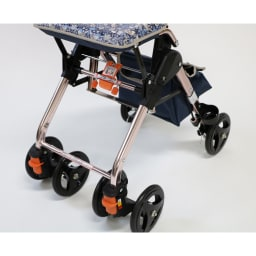カインドケア/畳み式軽快KウォーカーⅡWリバティプリント 【いちご泥棒】 タイヤは直線・90度・360度と回転幅を調整できるようになっています。