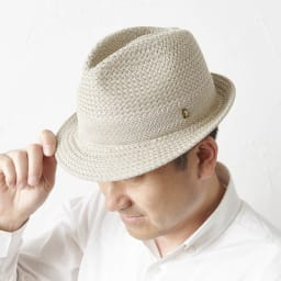 【メンズ】 ドン・ベルモード ウオッシャブルシルク使いの石目編み中折れハット (ウ)ベージュ 着用例
