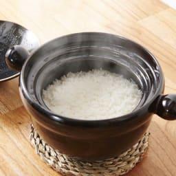 弥生陶園/萬古焼ごはん炊き土鍋 (4合炊き) 遠赤外線の効果でお米の芯まで熱が通り、ふっくらしたご飯が炊き上がります。