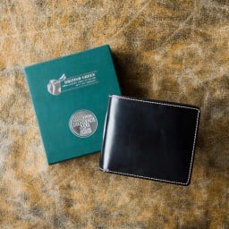 ブライドル レザー 二つ折り財布 (名入れ刻印・名入れオーダー) 商品はボックスに入れてお届けします
