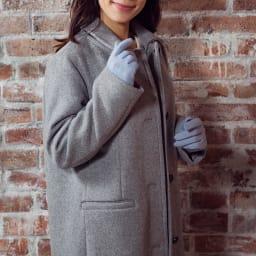 [婦人]日本製タッチパネルカシミア手袋 [着用例] (ウ)ソフトブルー