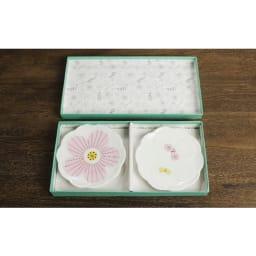 ハレクタニ ハナ小皿2枚セット パッケージ入りで、ギフトにもおすすめです。