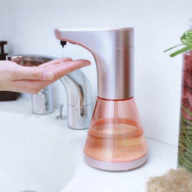 手洗いにも食器洗いにも!センサー式ソープディスぺンサー 手をかざすとセンサーが作動!自動で液体洗剤1回分が出てきます。