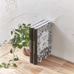 【ディノス限定販売】MOOMIN/ムーミン フルカラー5年日記(連用日記) 名入れあり 本棚や机上に並べてもシックな雰囲気で、まるで洋書のよう!