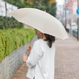 名入れ(イニシャル)オーダー 日本製カットジャカード 刺繍折りたたみ 日傘 (ア)ベージュ 使用例 ※ベージュはこちらの色味が実物に近いです。