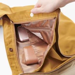 ファビオ はっ水 軽量 肩掛けバック INSIDE 中にも携帯などが入るポケット2個付き