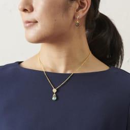 AZUNI ドロップピアス  【イギリス王室キャサリン妃着用で話題のブランド】 [コーディネート例](エ)ラブラドライト 着用はイヤリングタイプ。別売りのネックレスと合わせると素敵です。