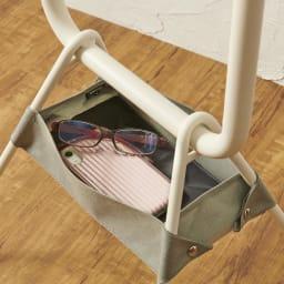 LOHATES/ロハテス 立ち上がり補助手すり・トレー付き 眼鏡やシニアグラス、携帯やリモコンのちょい置きに便利なトレー付き。