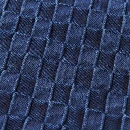 備後デニムトートバッグ 生地アップ(ア)ブルー ジャカード織りで、立体的な格子柄。