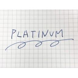 プラチナ万年筆 万年筆 プロシオン 中字 ブルーブラックインクは、書き始めはブルー、時間の経過とともにその筆跡が黒く変化して耐水性と長期保存性を持ちます。公文書や医療カルテでも使用されていました。