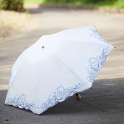 花紀行 クリスタルガラス&ペイズリー刺繍 二重張り折り畳み日傘 お顔が明るくみえるホワイト。二重構造で、日差しはしっかりシャットアウト。