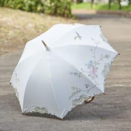 女優日傘 花鳥刺繍 長日傘 お顔を明るい印象にするホワイトカラー。