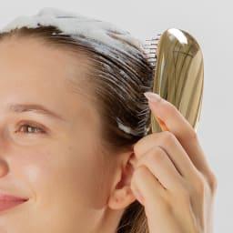 スカルプブラシ ショート プレミアムギフトセット 特許取得の頭皮密着構造で、どこからあてても頭皮にしっかりフィット。