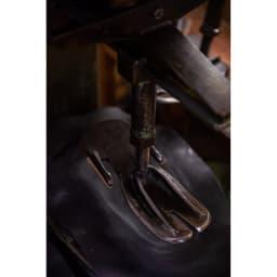 大和工房雪駄 レディース モダン サンダル 大和工房では、伝統を守りつつ、現代の人でも履きやすいように新しい形の雪駄をつくっています。